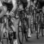 ブエルタ・カタルーニャの第2ステージでクリス・フルームがクラッシュ